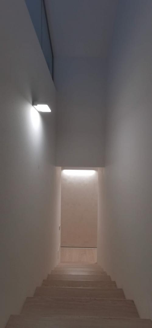 illuminazione d'atmosfera vano scale nello studio commercialista